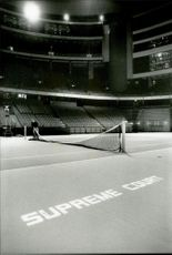 Stockholm Open Job Joakim Wallin sets up the net for Stockholm Open 1989