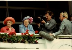 Double set of Queen Elizabeth, the Queen Mother and the ruling queen in an unknown official context.