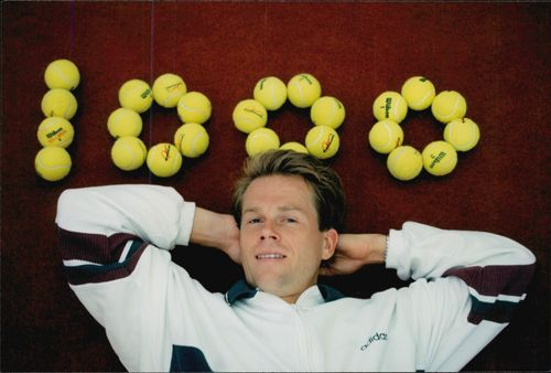 "Stefan Edberg poses at the text ""1000"" written with tennis balls after his 1000th played tennis match in the Eurocard Cup 1995"