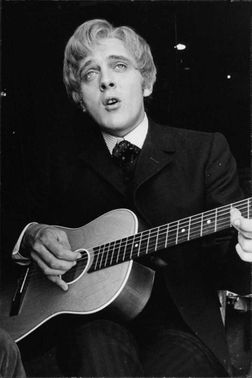 David Edward Leslie Hemmings playing guitar.