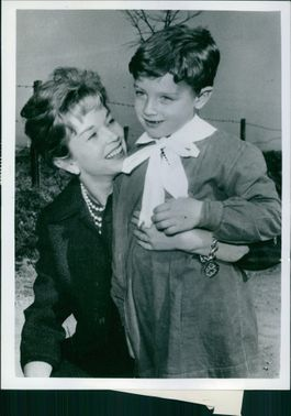 Dawn Addams with her son Stephan.- 1961