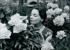 Dilys Hamlett sniffing the smell of flowers.