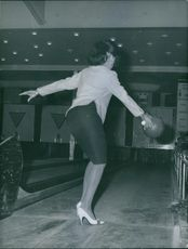 Sherry young playing a bowling, 1961.