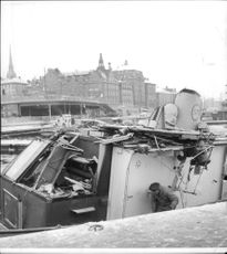 Towing the boat at the dock in Stadsgården with crushed wheelhouse and the snapping of the mast after the accident voyage