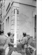 Soldiers doing something to a building during Algerian War, 1960.