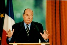 Jacques Chirac talar under en presskonferens vid den europeiska integrationen