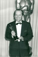 """Actor Jack Nicholson with an Oscar statue for his role in the film """"Proof of Vision"""" at the Oscars Gala in 1983"""