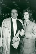 "Horst Bucholtz and Brooke Shields face the recordings of the movie ""Sahara"""
