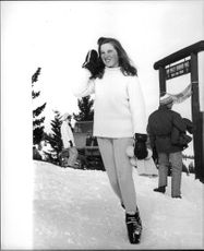 """Robert Francis """"Bobby"""" Kennedy`s daughter Courtney Kennedy playing on snow."""