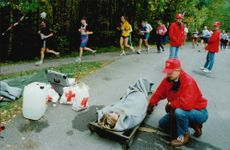 A injured participant will be taken care of during the Liding Race