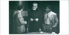 A scene showing Sean Connery and Wesley Snipes having a discussion.