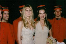 """Claudia Schiffer and Brooke Shields at the inauguration of the exhibition """"Cartier: 1900-1939"""" at the Metropolitan Museum of Art"""