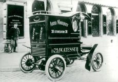 Company: Arvid Nordquist. Early the car was taken in its service for goods transport