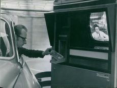 Television and intercom: it is the first auto bank in Paris