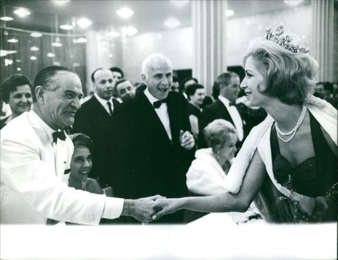 Ingrun Helgard Möckel, Miss Europe 1961 shakes hands with the special guest of the house, 1961
