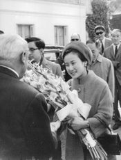 Empress Michiko and Emperor Akihito being welcomed by hosts