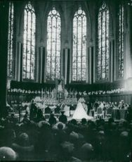 Overview of the cathedral during the wedding ceremony. At the altar, see the bride Josephine Charlotte