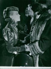 Hildegard Knef with a man and having communication with him.