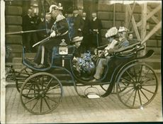 King Gustaf V in horse and carriage