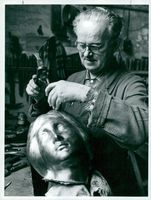 A new head to The Little Mermaid. Ciselier Georg Hansen is working on the new head