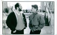 Tom Cruise talking to Scott Rudin on the set of the movie