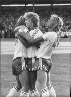 Football players in Hammarby IF hugging each other
