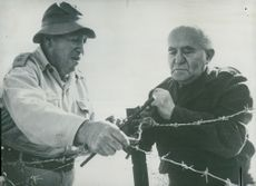 Israeli government chief David Ben-Gurion (t.h.), together with a senior officer, is involved in efforts to strengthen barbed wire barriers