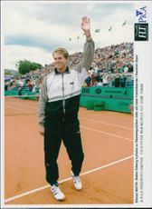 Stefan Edberg is celebrated by the audience at his final appearance in the Swedish Open