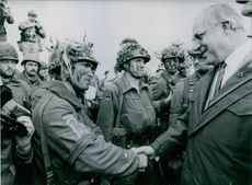 Chancellor Helmut Kohl paid a visit to the troops during the autumnal manoeuvres called 'Militant Lions'.