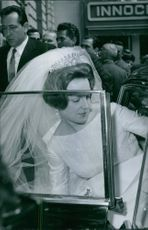 Princess Irene getting inside the vehicle after her wedding ceremony, 1964.