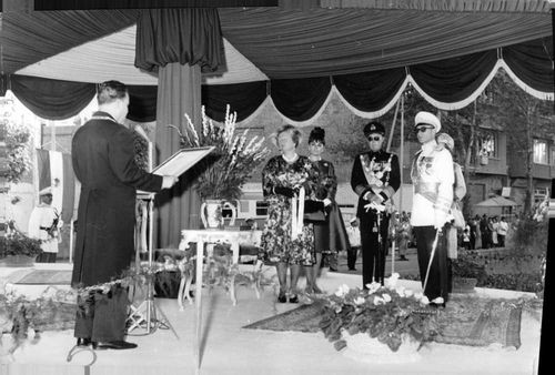 Queen Juliana with husband Prince Bernhard of Lippe-Biesterfeld, and Mohammad Reza Pahlavi with wife Farah Pahlavi during a ceremony.