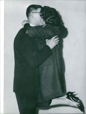 Anton Geesink kissing a woman. Photo taken Dec 11, 1961