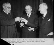 Friendship Bowl in Moscow: The Three Foreign Ministers Bevin, Molotov and Byrnes in a happy consensus after conference - 31 December 1945