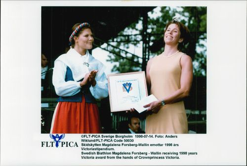 Magdalena Forsberg receives the Victory Award of Crown Princess Victoria.