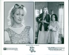 """Two scenes from the film """"The Truth About Cats & Dogs"""", with Uma Thurman as Noelle Slusarsky and Janeane Garofalo as Abby Barnes, 1996."""