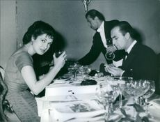 Silvana Pampanini and director Ergas in a Roman restaurant, 1967.
