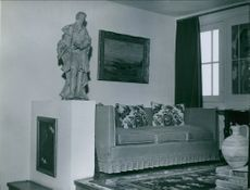 A photo of the drawing room of  British playwright, novelist and short story writer William Somerset Maugham.