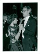 Carl Bildt is dancing with Marie Westerberg during the Nobel celebrations in the Blue Hall