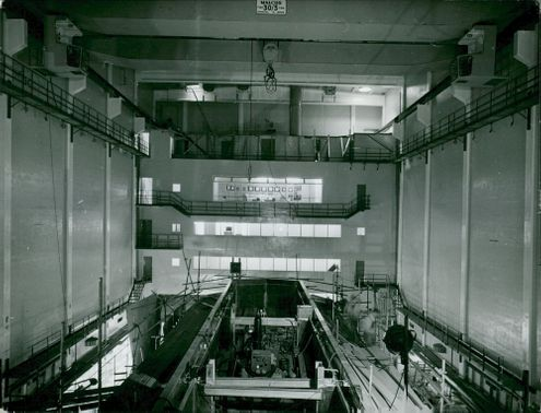 R 2's huge reactor hall with the reactor basin in the foreground in the middle