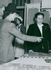 Louise Mountbatten and Rector Anna Schenström admire the work of the fellow schoolgirls