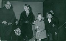 Prince Albert II's wife and kids arriving at a function.