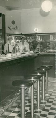 The bar in the Tempo department store