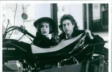 Sean Young and Richard Lewis in the film Once Upon a Crime, 1992.