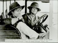 """The actors Robert Redford and Meryl Streep in the movie """"My Africa"""""""