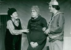 """Maud Hansson, Per Holmgren and Ted Åström in the premiere of """"Det susar i säven"""" at Maximteatern."""