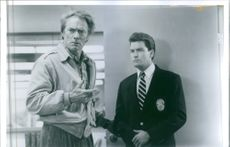 """A scene from the film """"The Rookie"""", with Clint Eastwood as Nick Pulovski and Charlie Sheen as David Ackerman, 1990."""