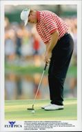 Ernie Els golfer lowers the 18th green pit and thus wins the US Open 1997