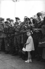 Soldiers with child holding a flag during the Algerian War.