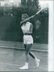 Sylvia Casablancas playing tennis.