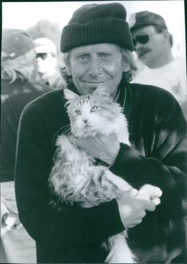 "1997  Close up of Bob Spiers with cat in his arms from the comedy film ""That Darn Cat""."